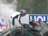 Боттас показал средний палец Расселлу после аварии на Гран-при Эмилии-Романьи